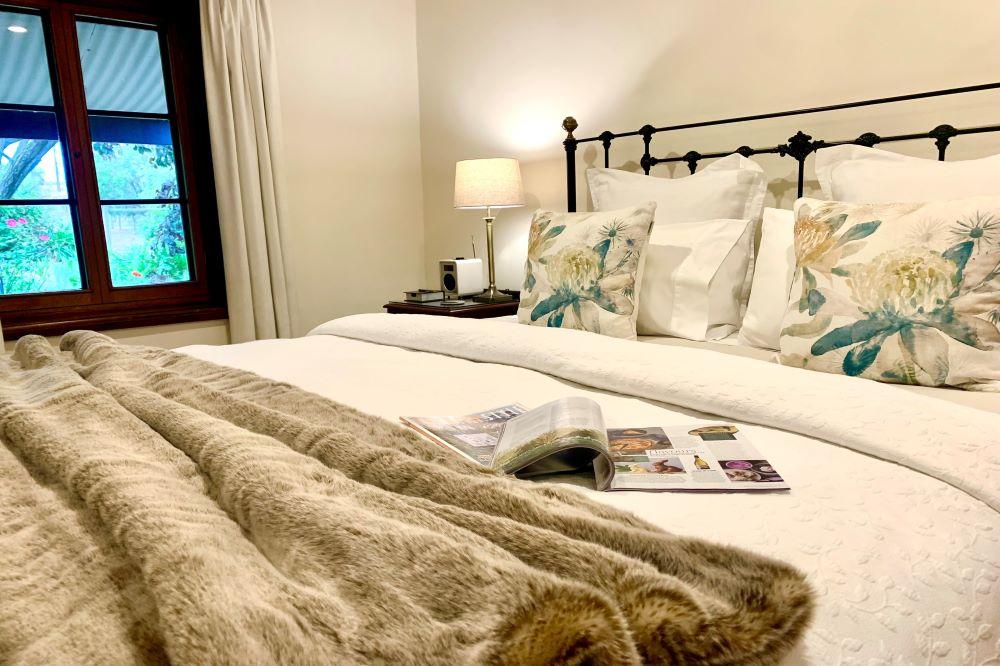Seppeltsfield Vineyard Cottage king bed